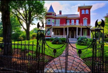Stephen King's Mansion in Bangor, Maine